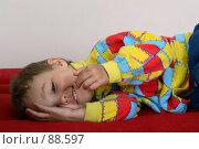 Купить «Малыш веселится лежа на диване», фото № 88597, снято 4 июня 2007 г. (c) Harry / Фотобанк Лори