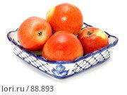 Купить «Голубое блюдо с яблоками», фото № 88893, снято 26 мая 2018 г. (c) Угоренков Александр / Фотобанк Лори