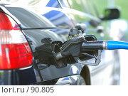 Купить «Заправка автомобиля бензином», фото № 90805, снято 20 мая 2007 г. (c) Николай Охитин / Фотобанк Лори