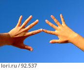 Купить «Руки на фоне неба», фото № 92537, снято 22 июля 2007 г. (c) Сергей Сухоруков / Фотобанк Лори