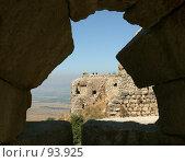 Купить «Вид на крепость Нимрод из древней бойницы. Голландские высоты. Израиль.», фото № 93925, снято 12 июня 2006 г. (c) Татьяна Белова / Фотобанк Лори