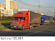 Купить «Разноцветные грузовики», эксклюзивное фото № 95381, снято 2 октября 2007 г. (c) Игорь Веснинов / Фотобанк Лори