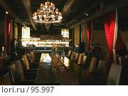 Купить «Интерьер ресторана в темно-красных тонах», фото № 95997, снято 27 апреля 2007 г. (c) Astroid / Фотобанк Лори