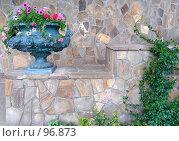 Купить «Вазон с цветами возле подпорной стены», фото № 96873, снято 23 сентября 2007 г. (c) Елена Руденко / Фотобанк Лори