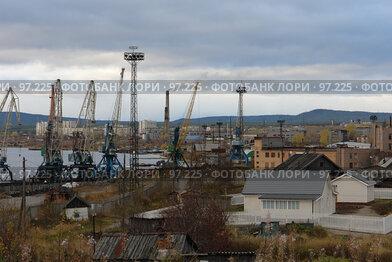 Купить «Вид на порт и г.Кандалакша», фото № 97225, снято 10 октября 2007 г. (c) Владимир Тимошенко / Фотобанк Лори