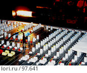 Купить «Микшер в работе. Звукооператор.», фото № 97641, снято 26 ноября 2005 г. (c) Derinat / Фотобанк Лори