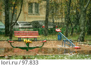 Купить «Вид из она на детскую площадку, заметаемую первым снегом», фото № 97833, снято 14 октября 2007 г. (c) Fro / Фотобанк Лори
