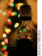 Купить «Бутылка коньяка, стоящая на праздничном столе и далекие огни новогодней гирлянды на елочке», фото № 100653, снято 19 февраля 2005 г. (c) Harry / Фотобанк Лори