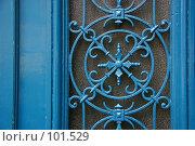 Дверная решетка на улицах Парижа с веселенькой синей покраской (2006 год). Стоковое фото, фотограф Harry / Фотобанк Лори