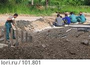 Купить «Семеро с ложкой, один с лопатой», фото № 101801, снято 24 июня 2004 г. (c) Антон Алябьев / Фотобанк Лори