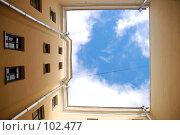 Купить «Двор-колодец», эксклюзивное фото № 102477, снято 14 июля 2020 г. (c) Ольга Визави / Фотобанк Лори