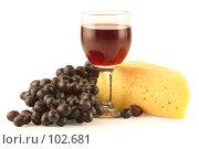 Купить «Виноград, сыр и бокал красного вина, изолировано на белом фоне», фото № 102681, снято 20 мая 2019 г. (c) Елена Блохина / Фотобанк Лори