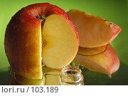 Купить «Красное яблоко», фото № 103189, снято 14 ноября 2018 г. (c) Иван Сазыкин / Фотобанк Лори