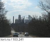 Купить «Тула, здание завода на фоне дороги», фото № 103241, снято 14 августа 2018 г. (c) Алексей / Фотобанк Лори