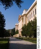 Купить «Главный корпус Новочеркасского политехнического института», фото № 109317, снято 28 июля 2006 г. (c) Борис Панасюк / Фотобанк Лори