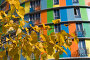 Желтые листья на фоне разноцветного дома, фото № 110409, снято 26 сентября 2007 г. (c) Юрий Синицын / Фотобанк Лори