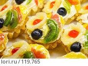Купить «Яркие пирожные», фото № 119765, снято 12 декабря 2006 г. (c) Сергей Старуш / Фотобанк Лори
