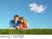 Купить «Пара на лужайке», фото № 120629, снято 20 августа 2005 г. (c) Losevsky Pavel / Фотобанк Лори