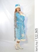 Купить «Снегурочка с новогодней мишурой», фото № 122365, снято 11 ноября 2007 г. (c) Евгений Батраков / Фотобанк Лори