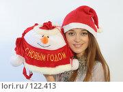 Купить «Девушка с новогодним подарком», фото № 122413, снято 11 ноября 2007 г. (c) Евгений Батраков / Фотобанк Лори
