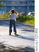 Купить «Девочка на самокате в лучах солнца», фото № 127993, снято 24 августа 2007 г. (c) Ольга Сапегина / Фотобанк Лори