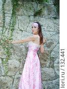 Купить «Девушка в длинном розовом платье», фото № 132441, снято 19 июля 2007 г. (c) A.Козырева / Фотобанк Лори