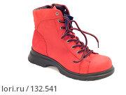 Купить «Красный ботинок», фото № 132541, снято 22 апреля 2019 г. (c) Угоренков Александр / Фотобанк Лори