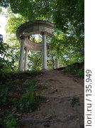 Купить «Беседка», фото № 135949, снято 22 сентября 2006 г. (c) Юлия Севастьянова / Фотобанк Лори
