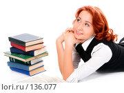 Купить «Девушка с книгами», фото № 136077, снято 23 декабря 2006 г. (c) Анатолий Типляшин / Фотобанк Лори