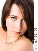 Купить «Портрет девушки в бусах», фото № 136109, снято 1 марта 2007 г. (c) Анатолий Типляшин / Фотобанк Лори