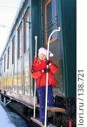 Купить «Девочка на лестнице вагона», фото № 138721, снято 9 апреля 2005 г. (c) Serg Zastavkin / Фотобанк Лори