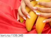 Купить «Женские руки с французским маникюром лежащие на бананах», фото № 139345, снято 28 августа 2007 г. (c) Александр Паррус / Фотобанк Лори
