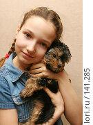 Купить «Девочка с йоркширским терьером», фото № 141285, снято 23 февраля 2007 г. (c) Морозова Татьяна / Фотобанк Лори