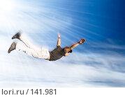 Купить «Летящий человек», фото № 141981, снято 23 сентября 2007 г. (c) chaoss / Фотобанк Лори
