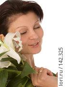 Купить «Девушка с белой лилией», фото № 142325, снято 5 августа 2007 г. (c) Валентин Мосичев / Фотобанк Лори