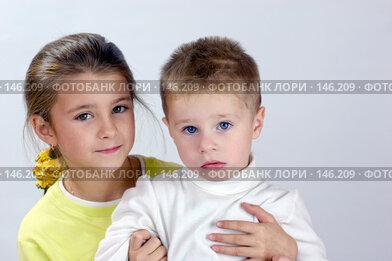 Купить «Сестра и брат», фото № 146209, снято 3 ноября 2007 г. (c) Ольга Сапегина / Фотобанк Лори