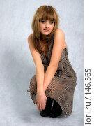 Купить «Стильная девушка в платье сидит на корточках», фото № 146565, снято 1 декабря 2007 г. (c) Петухов Геннадий / Фотобанк Лори