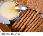 Купить «Сгущенное молоко и печенье», эксклюзивное фото № 150453, снято 16 декабря 2007 г. (c) Яков Филимонов / Фотобанк Лори