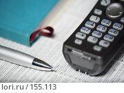 Купить «Телефон и авторучка», фото № 155113, снято 20 декабря 2007 г. (c) Олег Селезнев / Фотобанк Лори