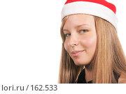 Купить «Девушка в шапке Деда Мороза», фото № 162533, снято 18 сентября 2018 г. (c) Роман Сигаев / Фотобанк Лори