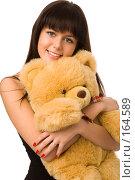 Купить «Девушка обнимает плюшевого медведя», фото № 164589, снято 22 декабря 2007 г. (c) Валентин Мосичев / Фотобанк Лори