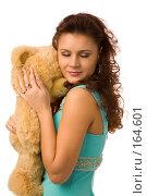 Купить «Девушка обнимает плюшевого медведя», фото № 164601, снято 23 декабря 2007 г. (c) Валентин Мосичев / Фотобанк Лори