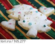 Купить «Фигурное печенье в глазури к Новому году», фото № 165277, снято 20 сентября 2018 г. (c) SummeRain / Фотобанк Лори