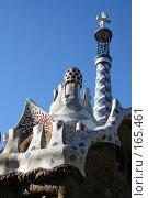 Купить «Мозаичная крыша домика работы Антонио Гауди на входе в парк Гуэль в Барселоне», фото № 165461, снято 20 сентября 2005 г. (c) Солодовникова Елена / Фотобанк Лори