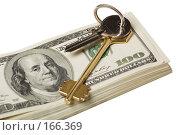 Купить «Ключи  лежат на пачке долларов на белом фоне», фото № 166369, снято 27 декабря 2007 г. (c) Олег Селезнев / Фотобанк Лори
