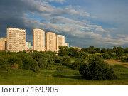 Купить «Жилые дома, освещенные закатным солнцем», фото № 169905, снято 19 июня 2007 г. (c) Петухов Геннадий / Фотобанк Лори