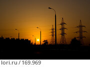 Купить «Вышки линии электропередачи и фонарный столб на закате», фото № 169969, снято 31 мая 2007 г. (c) Петухов Геннадий / Фотобанк Лори