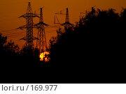 Купить «Вышки линии электропередачи на фоне заходящего солнца», фото № 169977, снято 31 мая 2007 г. (c) Петухов Геннадий / Фотобанк Лори