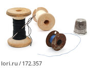 Купить «Набор швеи. Катушки с нитками, наперсток.», фото № 172357, снято 10 января 2008 г. (c) Валерий Александрович / Фотобанк Лори
