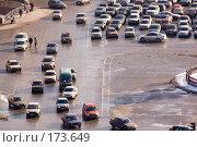 Купить «Санкт-Петербург. На Исаакиевской площади. Автомобили наступают», эксклюзивное фото № 173649, снято 6 марта 2007 г. (c) Александр Алексеев / Фотобанк Лори
